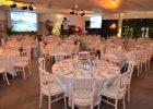 Dîner de gala pour 300 convives en soirée d'entreprise dans le pavillon événementiel d'Océanopolis.