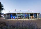 Le pavillon événementiel d'Océanopolis au crépuscule